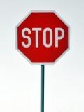 Verkehrszeichen Stop. Halt Vorfahrt gewähren